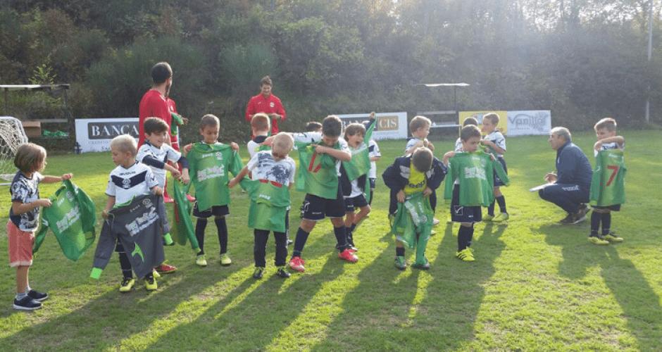 Scuola Calcio sp Cailungo - Memorabile giornata per i nostri piccoli della Scuola Calcio sp Cailungo - Consegna divise per la stagione 2017/2018...